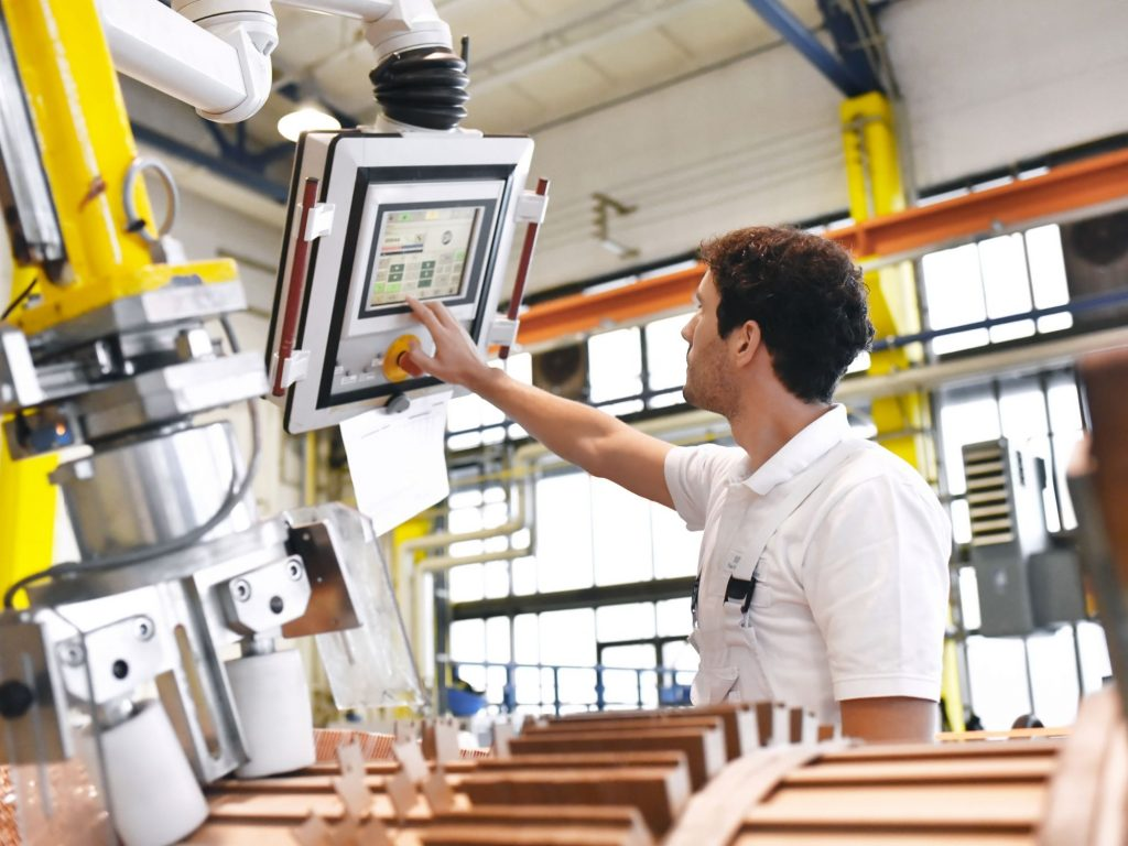 Give Your Manufacturing Industry an Advantage of Industrial IoT
